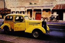 Kuba, Oldtimer, yellow vintage car by pahit