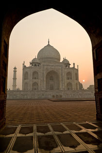 Morning at the Taj Mahal von Russell Bevan Photography