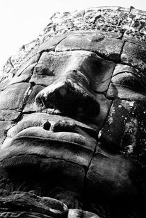 Bayon Smiling Face - Low Angle B&W von Russell Bevan Photography
