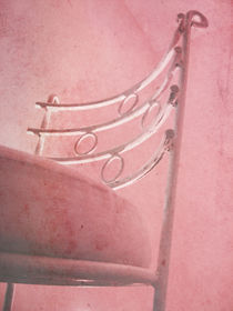 Pink chair von Danica Radojkovic