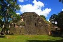 Schöne Maya Pyramide in Tikal, Guatemala von Marita Zacharias
