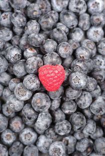 Raspberry among Blueberries von Neil Overy