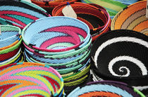 Colorful African Wire Bowls von Neil Overy