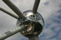 Atomium 2 by rheo