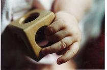 Babyhand mit Spielzeug by Kathrin Kiss-Elder