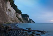 Rügens Kalkküste – blau am frühen Morgen by Thomas Mertens