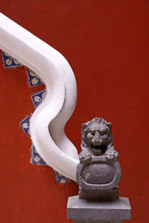 Lion Sculpture and Bannister von John Mitchell