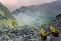 Sinrise in Ijen crater by Alexey Galyzin