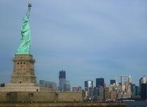 Freiheitsstatue mit Freedom Tower von fotostudio-style-in