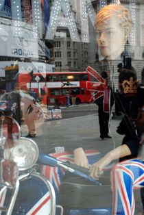 Picadilly Circus - London by ANNA CAMORALI