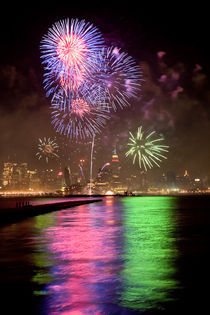 Fireworks on 4th of July by Christoph Haberthuer