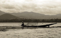 Fisherman on Inle Lake by RicardMN Photography