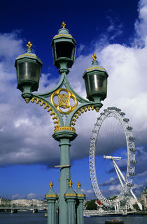 Westminister Bridge Lamp Post by Wolfgang Kaehler