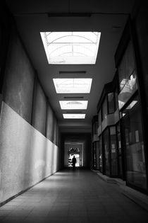 Corridor in monochrome von George Panayiotou
