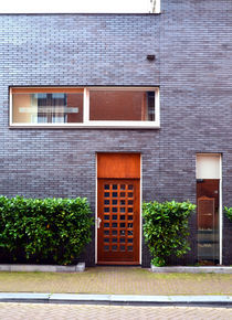Amsterdam-contrast-architecture-door-and-window