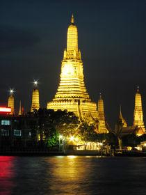 Wat Arun Lit up at Night-Bangkok by Mark Lucock