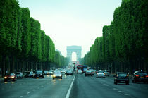 Paris-champs-elysees-at-day