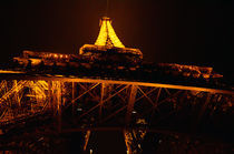 Paris-eiffel-tower-at-night