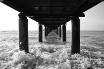 Under the pier von George Panayiotou