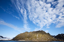 Clouds above steep cliffs along Spitsbergen Island in Albert I Land on summer evening von Danita Delimont