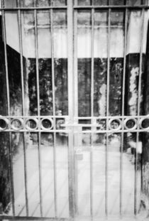 Hanoi Hilton Prison Cell Detail von Danita Delimont