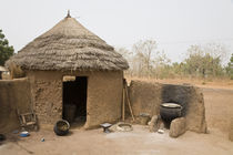 Traditional thached mud dwelling von Danita Delimont