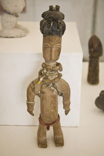 Carved female figure in National Museum of Ghana von Danita Delimont
