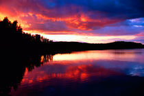 Fiery Sunset reflections in the boundry waters of Minnesota-Ontario von Danita Delimont