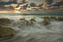 Crashing waves at sunset on the shore near George Town von Danita Delimont