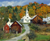 Fall foliage adds further beauty to the small village of Waits River in Vermont von Danita Delimont