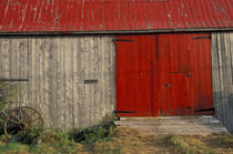 Red barn door von Danita Delimont