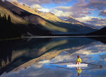 A rower on Banff Lake in the Canada (MR) von Danita Delimont