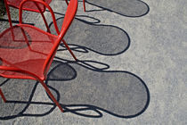 Red wire chairs shadows on concrete von Danita Delimont