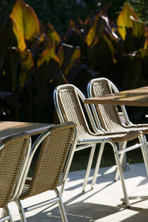 Becici Beach - Beach Cafe Tables and Chairs von Danita Delimont