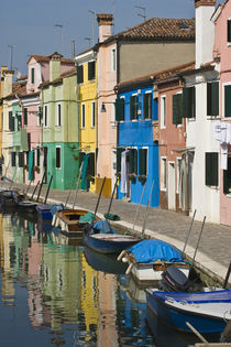 Multicolored houses along the canal von Danita Delimont