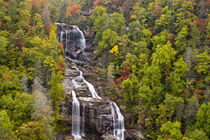 Dramatic Whitewater Falls in autumn in the Nantahala National Forest of North Carolina von Danita Delimont