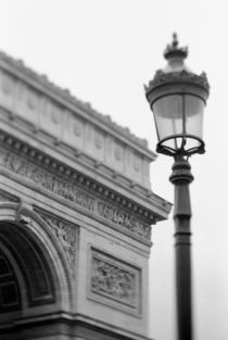 Arc de Triomphe and streetlamp von Danita Delimont