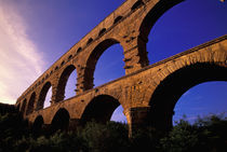 Roman aqueduct/bridge in sunset light von Danita Delimont