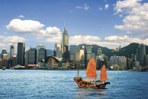 China; Hong Kong; Victoria Harbour; Harbor; A Chinese junk sails along the coast of Victoria Harbor as traditonal meets modern von Danita Delimont