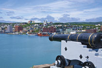 John's as seen from near a cannon at Fort Cabot on Signal Hill across the harbor von Danita Delimont