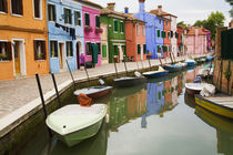 Colorful Burano City homes Reflecting in the Canal von Danita Delimont