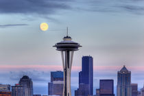 Seattle skyline with moon rising from Kerry Park von Danita Delimont