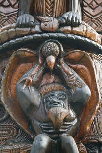 Polynesian Carving detail on the MWA KA totem Pole von Danita Delimont