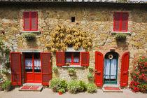Red Shutters and Harvest Corn on House Lucignano von Danita Delimont