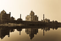 The Taj in all its glory by Samar Jha