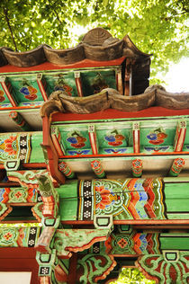 Detail of traditional Korean Architecture. by Tom Hanslien