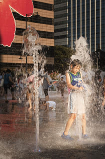 Cooling off in the fountain. by Tom Hanslien