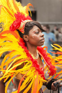 Colourful headgear at the Notting Hill Carnival. von Tom Hanslien