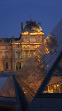 Louvre at night by Milena Zindovic