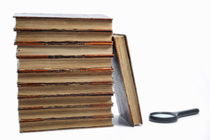 Ancient books and magnifying glass von Sami Sarkis Photography